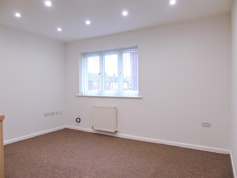 2 Bedrooms, Flat - First Floor, Bracken Walk, Kirkby, Liverpool